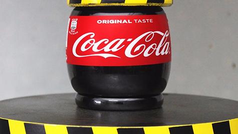 压榨测验可乐瓶